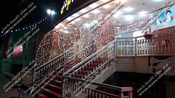 تونل نور فروشگاه زنجیره ای با استفاده از ریسه ها و کنترلر شرکت مشکات الکترونیک پارسیان